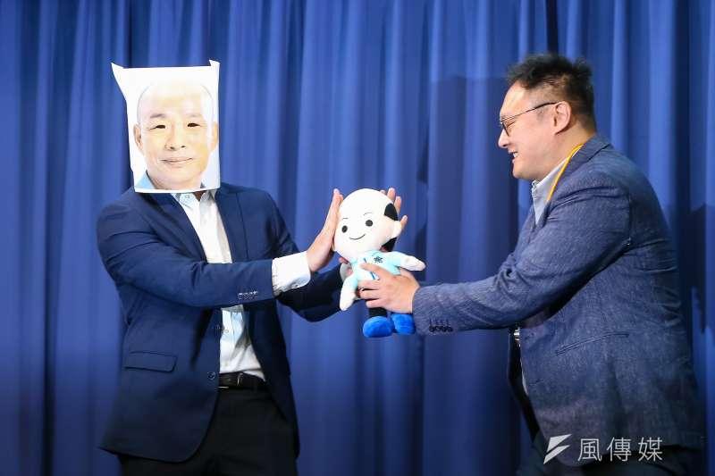 20200107-韓國瑜競選辦公室7日召開「只有你想不到,沒有他們做不到!」記者會,並於現場上演行動劇。(顏麟宇攝)