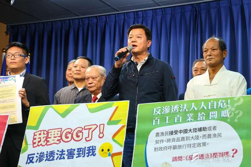 前台北縣長周錫瑋7日召開「我要GG了!反滲透法害到我」記者會。(顏麟宇攝)