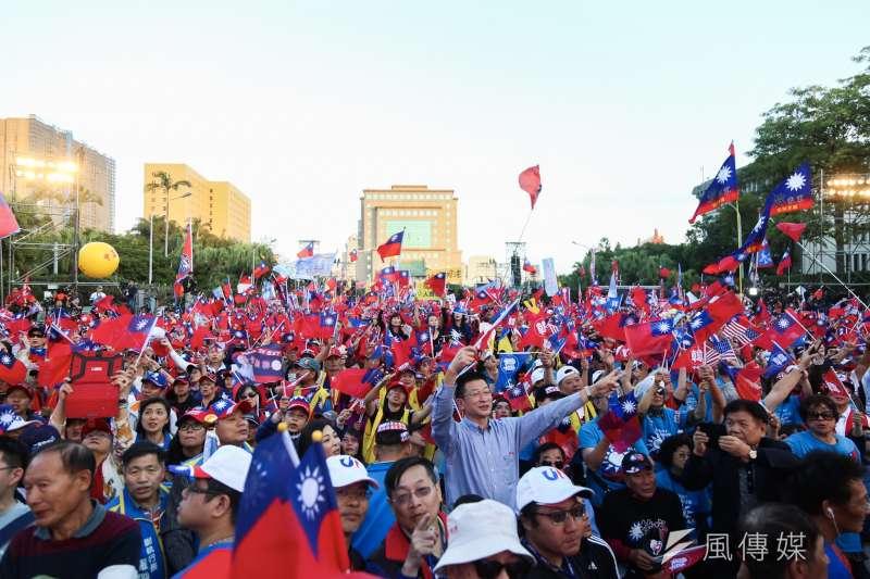 20200109-國民黨總統候選人韓國瑜9日舉辦「台灣安全,人民有錢,凱道勝利晚會」,許多民眾到場支持。(簡必丞)