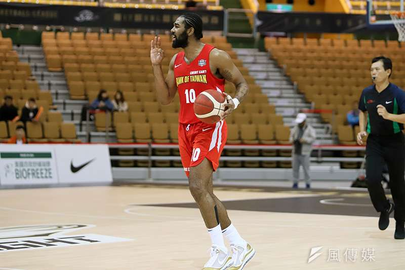 台灣銀行籃球隊小洋將瓊斯(Matt Jones)歸隊繳出優質表現,幫助台銀終止璞園連勝。(余柏翰攝)