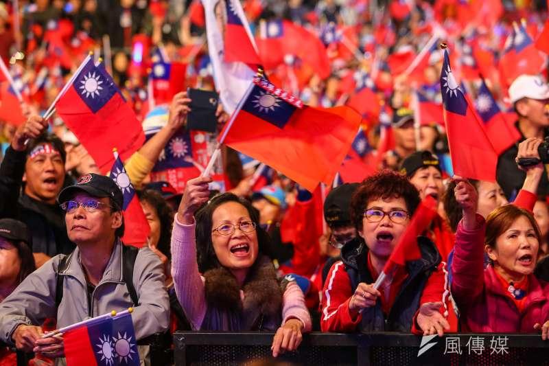 國民黨總統候選人韓國瑜的支持者分佈年齡層較高,傳出不少家長與孩子投票意見相左的情形。圖為韓國瑜支持群眾。(資料照,顏麟宇攝)