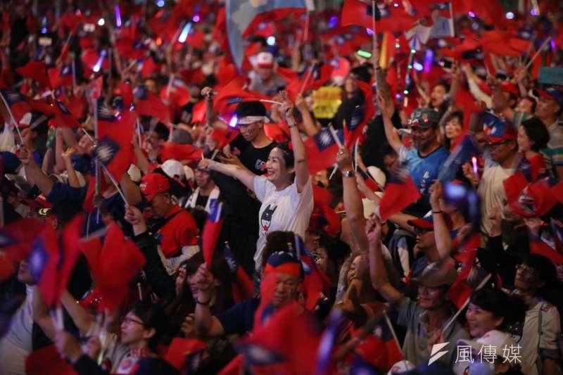 20200110-國民黨總統候選人韓國瑜在選前之夜回防高雄「本命區」,10日晚間在高雄夢時代旁舉辦造勢活動。(新新聞柯承惠攝)