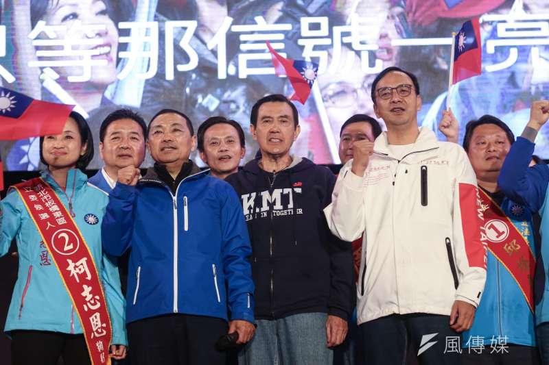 20200110-前總統馬英九(中)、前新北市長朱立倫(右)、新北市長侯友宜(左)以及各新北立委候選人10日出席新北團結選前之夜。(簡必丞攝)