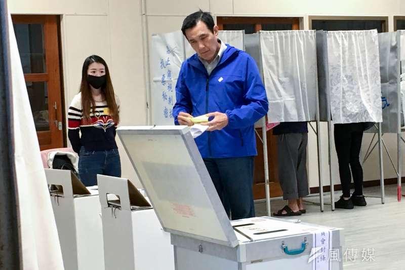 20200111-前總統馬英九11日至投票區投票。(蔡親傑攝)