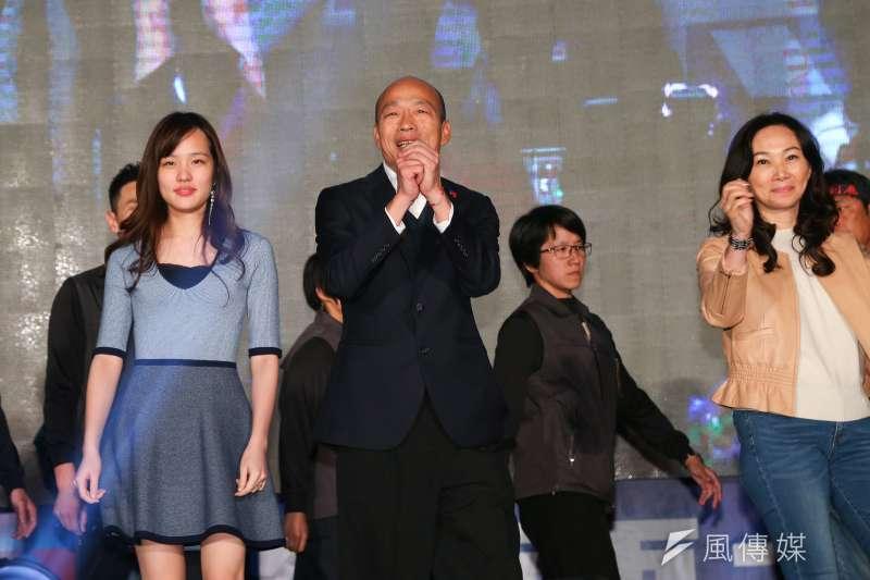 韓國瑜在總統選戰上慘敗、立委選舉也輸給了泛綠陣營的整合,11日敗選後至競選總部現場向民眾致意。(資料照,顏麟宇攝)