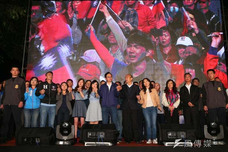 20200111-韓國瑜、張善政11日至競選總部現場向民眾致意。(顏麟宇攝)