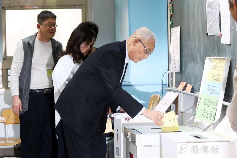 20200111-「2020年總統、副總統暨立委選舉」上午登場,國民黨主席吳敦義上午前往投票所投票。(蘇仲泓攝)