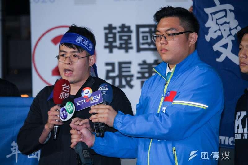 20200111-2020總統與立委大選後,國民黨青年團支持者陳冠安(左),總團長田方倫(右)一起表達選舉後看法。(蔡親傑攝)