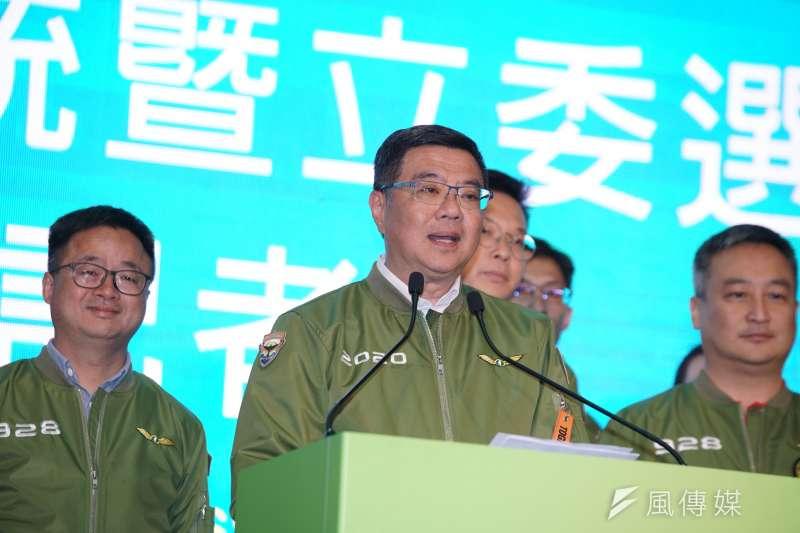 面對有人將不分區僅獲13席的責任歸咎黨中央高層,黨主席卓榮泰(見圖)今(12)日在臉書表示,選後當然要檢討,不覺得委屈。(資料照,盧逸峰攝)