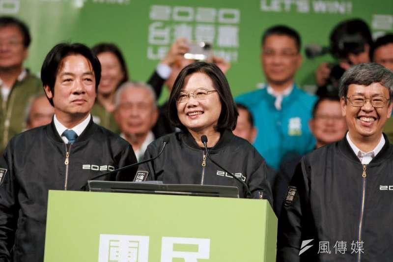 開票之夜,蔡英文為這場選舉定性:「我們的主權和民主被大聲威脅的時候,台灣人民會用更大的聲音,喊出我們的堅持。」(林瑞慶攝)