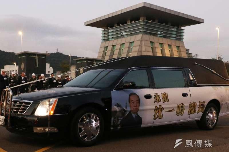 8位在黑鷹直升機事故中殉職的將士14日將啟動啟靈儀式,行經敦化南北路。中華文化總會今(13)日在臉書發文籲民眾前往沿途致敬點致意。(蘇仲泓攝)