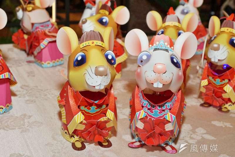 20200113-交通部觀光局13日舉行「2020台灣燈會」主燈暨小提燈造型發表記者會,小提燈「吉利鼠與美力鼠」可愛亮相。(盧逸峰攝)