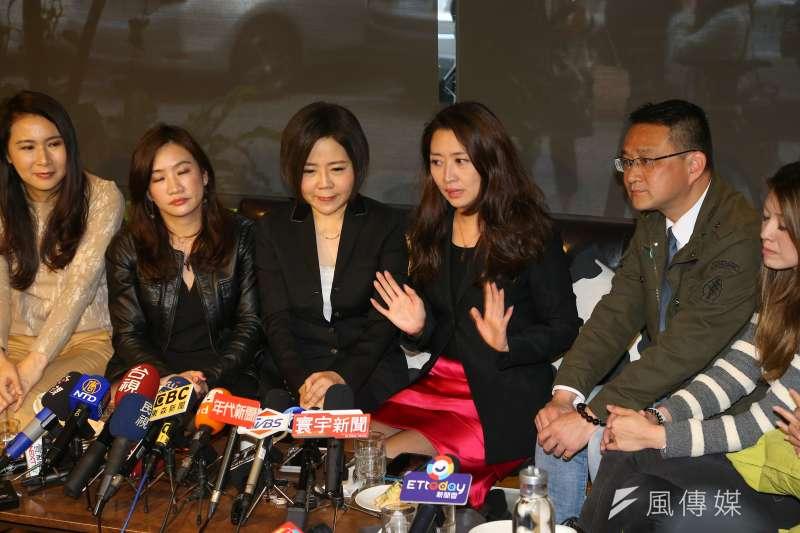 20200114-宋競辦發言人于美人14日邀請綠黨不分區候選人鄧惠文(右三)及各陣營發言人茶敘。(顏麟宇攝)