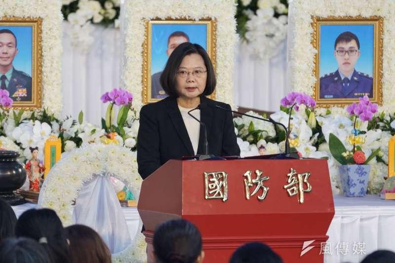 總統蔡英文14日出席0102殉職將士聯合公奠,宣布國軍將新增3項加給。(盧逸峰攝)