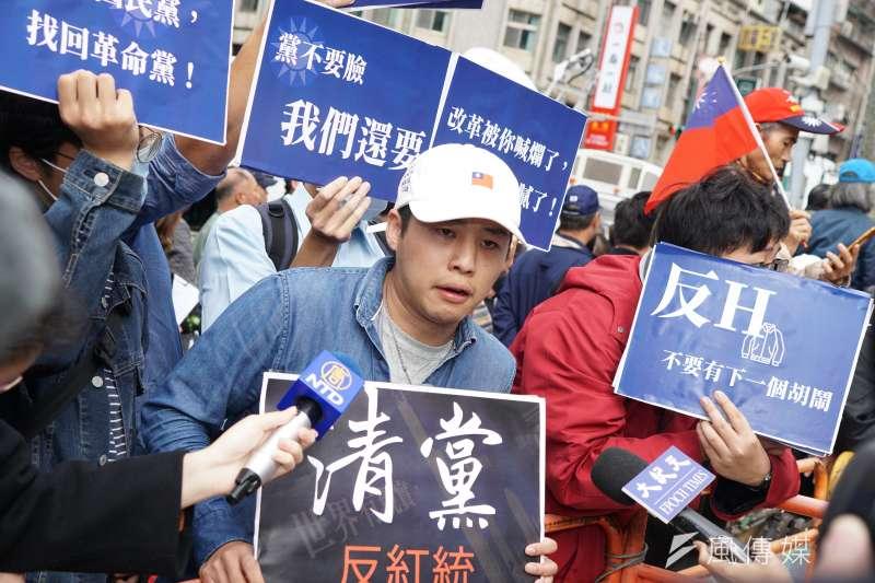 20200115-國民黨前青年團團長林家興15日在國民黨外表達訴求。(盧逸峰攝)