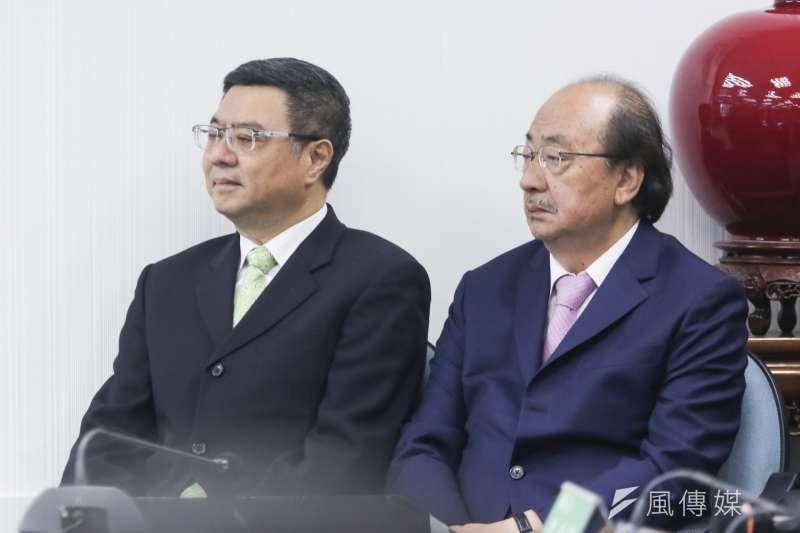 民進黨主席卓榮泰(左)與總召柯建銘(右)15日出席民進黨中常會。(簡必丞攝)