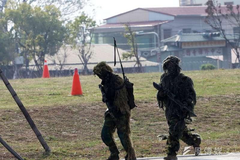 20200115-國軍「聯合兵種營」15日進行反特攻作戰操演,圖為狙擊小組。(蘇仲泓攝)