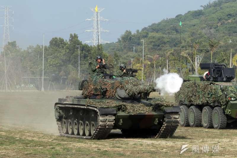 春節將至,三軍近日舉行加強戰備演練,高雄陸軍裝甲564旅「聯合兵種營」於15日進行反特攻作戰操演。(蘇仲泓攝)