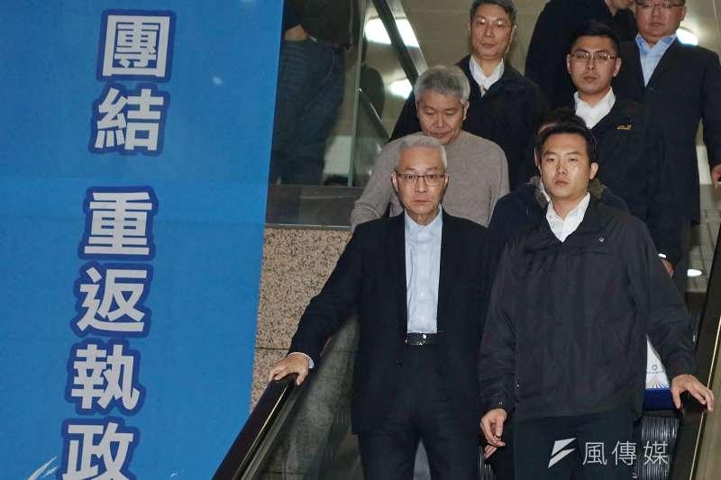 國民黨前主席吳敦義(前排左一)15日向中常會正式請辭黨主席。(盧逸峰攝)