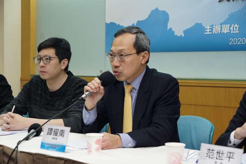 20200115-兩岸政策協會15日舉行「2020總統大選選後政局與兩岸關係」民調座談會,理事長譚耀南發言。(盧逸峰攝)