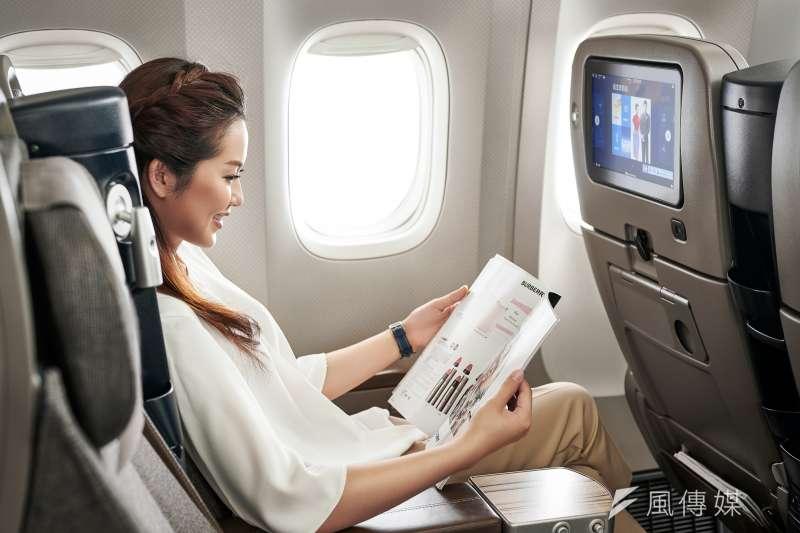日前一班從美國紐約飛往台灣的航班中,有10名乘客感染新冠肺炎。對此,胸腔暨重症科醫師黃軒指出,若機位靠近走道,可能與他人有多達64次近距離接觸。示意圖。(資料照,中華航空提供)