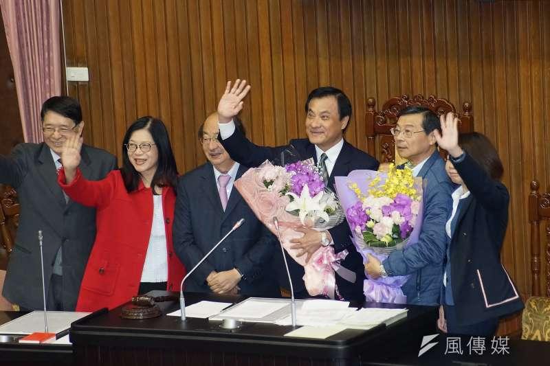 20200120-立法院長蘇嘉全20日於院會接受立委獻花。(盧逸峰攝)