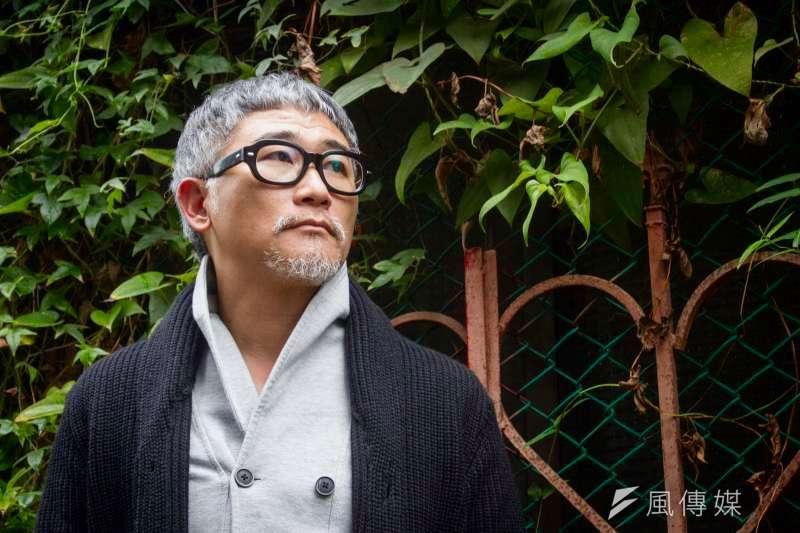 作家高翊峰接受專訪,一談小說《2069》的背後思索。(蔡親傑攝)