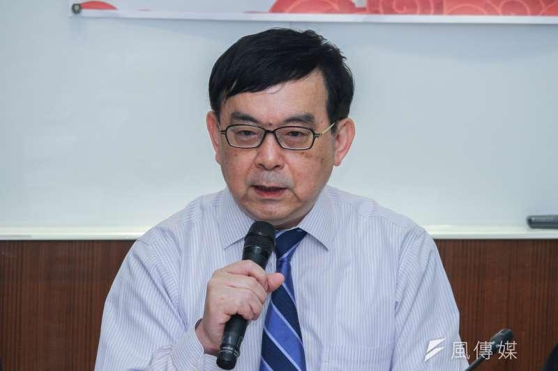 台灣感染症醫學會理事長黃立民(見圖)指出,兒童可能因免疫反應對抗病毒時,比較不會無過度反應,所以相對成人較無症狀。(資料照,蔡親傑攝)
