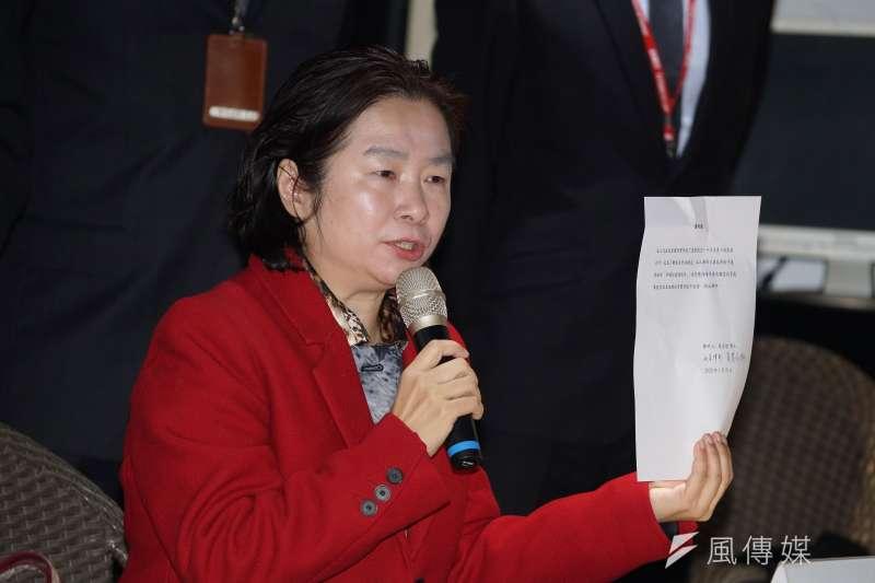 20200122-遠東航空22日召開記者會,律師蔡慧玲發言,並出示投資人蔡孟哲博士聲明書。(盧逸峰攝)