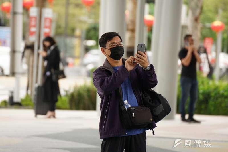 因應中國武漢肺炎,民眾紛紛戴上口罩防疫。示意圖,與新聞個案無關。(資料照,盧逸峰攝)