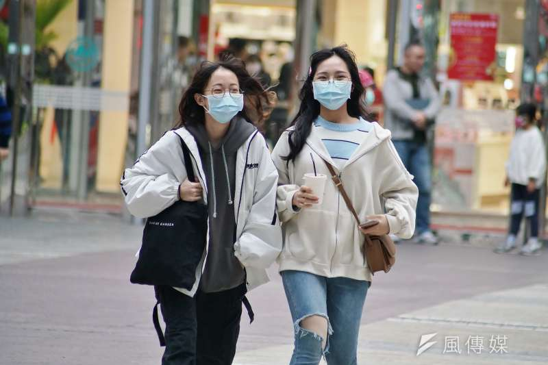 武漢肺炎疫情升溫,民眾紛紛戴上口罩避免感染,筆者以此篇文章統整,提供家有嬰幼兒的媽媽們準確且有效的防疫資訊。(資料照,盧逸峰攝)