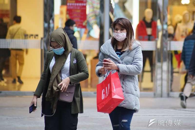 20200128-因應武漢肺炎疫情,民眾紛紛戴上口罩。(盧逸峰攝)