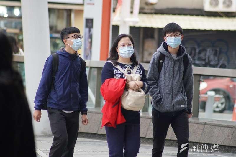 武漢肺炎疫情延燒,民眾紛紛戴上口罩。示意圖,與新聞個案無關。(盧逸峰攝)