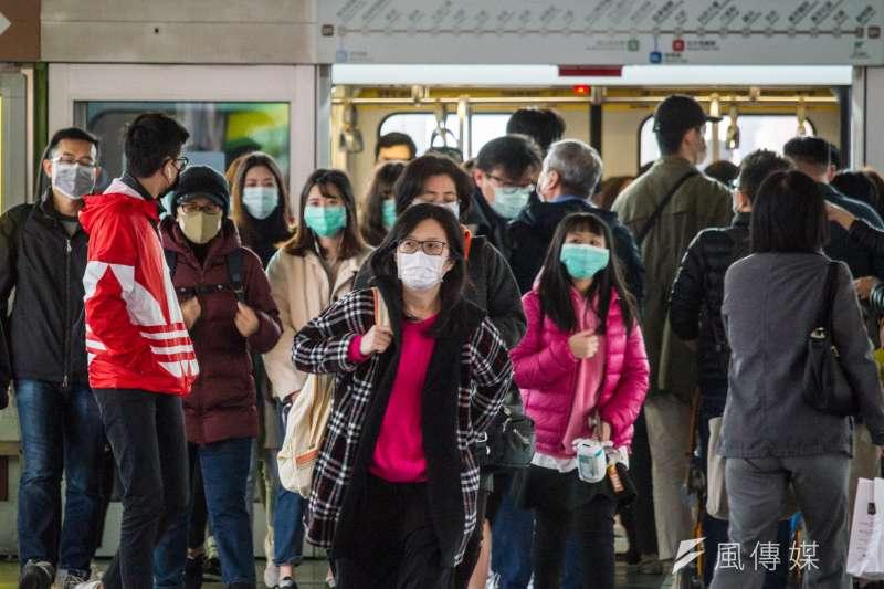 20200130-為預防「武漢肺炎」疫情擴大,市民自發性戴口罩預防感染。(蔡親傑攝)