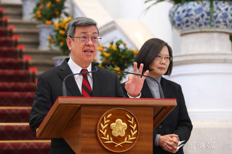 副總統陳建仁(左)表示,美國疾病管制署前東南亞地區辦公室主任馬理森肯定台灣武漢肺炎的防疫工作做得很完善,因此希望國人要對台灣的防疫有信心。(資料照,顏麟宇攝)