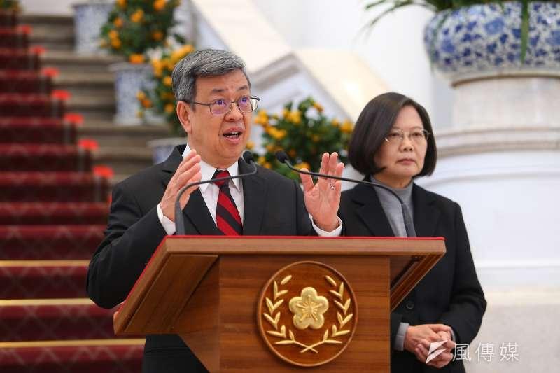 副總統陳建仁(左)18日臉書發文抨擊世衛組織一再附和中國疫情「可防可控」。(資料照,顏麟宇攝)