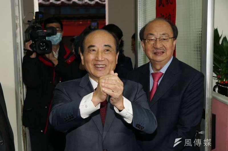 前立法院長王金平(左)將代表國民黨出席海峽論壇,卻遭中國官媒《央視》主持人李紅評價為「這人要來大陸求和」。(資料照,盧逸峰攝)