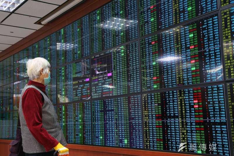 20200130-股市30日開盤大跌。(顏麟宇攝)