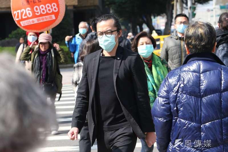20200130-民眾30日外出多數戴上口罩。(顏麟宇攝)