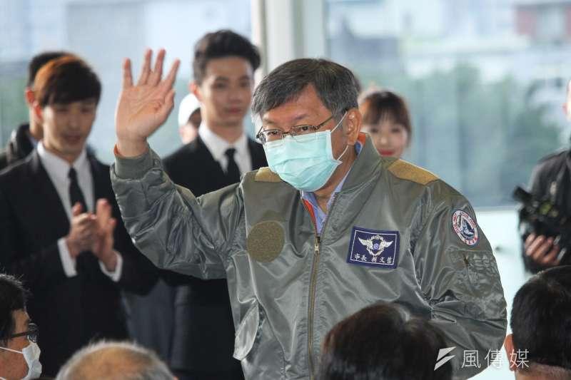 台北市長柯文哲受訪脫口而出武漢返台人士的檢疫隔離地點。(蔡親傑攝)