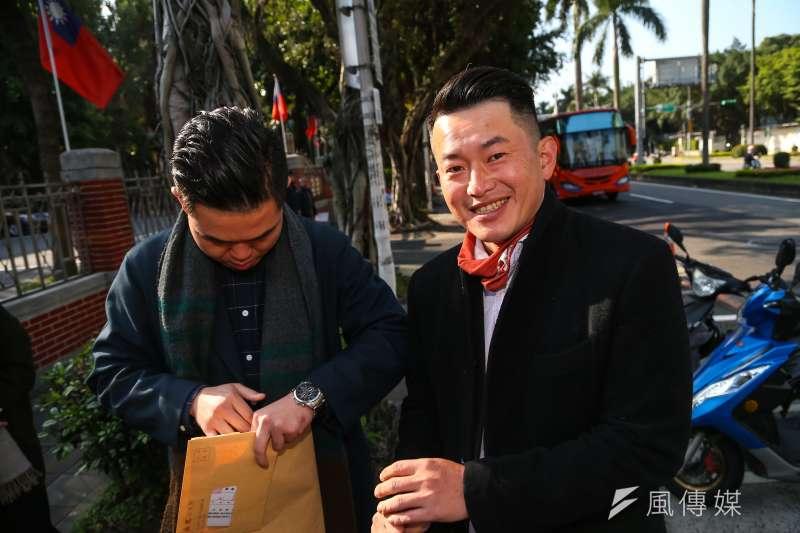 陳柏惟(右)對台商是否應回中國開工一事給出建議,直言「生命只有一次,賭不起」。(資料照,顏麟宇攝)