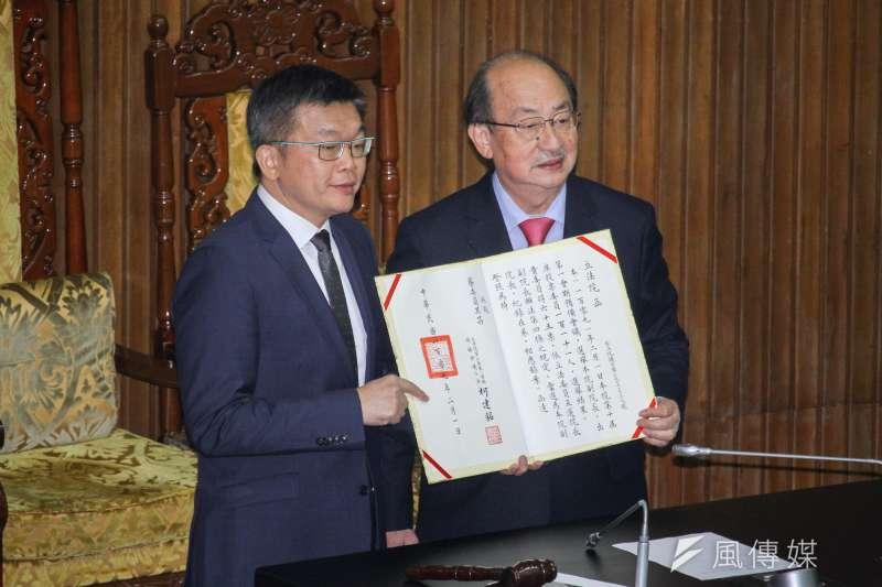 立法院1日舉行新任正副立法院長選舉,民進黨蔡其昌(左)當選立法院副院長。(蔡親傑攝)