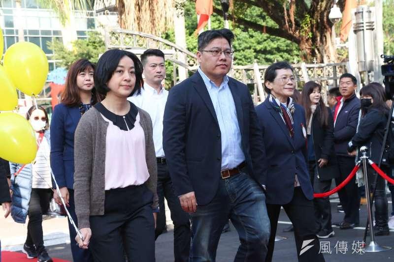 立法院第十屆立委1日宣誓就職,時代力量主席邱顯智(右)和立委王琬諭(左)出席。(顏麟宇攝)