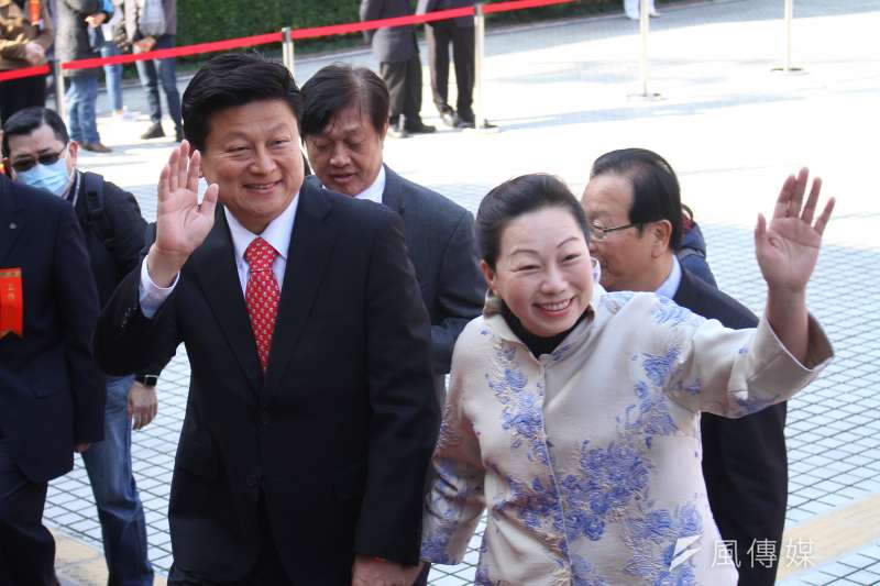 20200201-新任立委傅崐萁(左)出席109年立委就職。(蔡親傑攝)