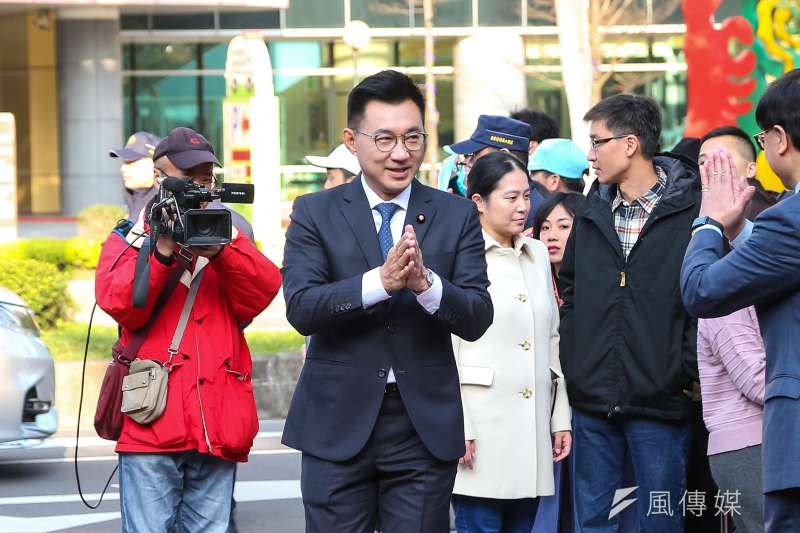 國民黨立委江啟臣(中)1日接受《風傳媒》專訪,表示若當選要把黨證數位化。(資料照,顏麟宇攝)