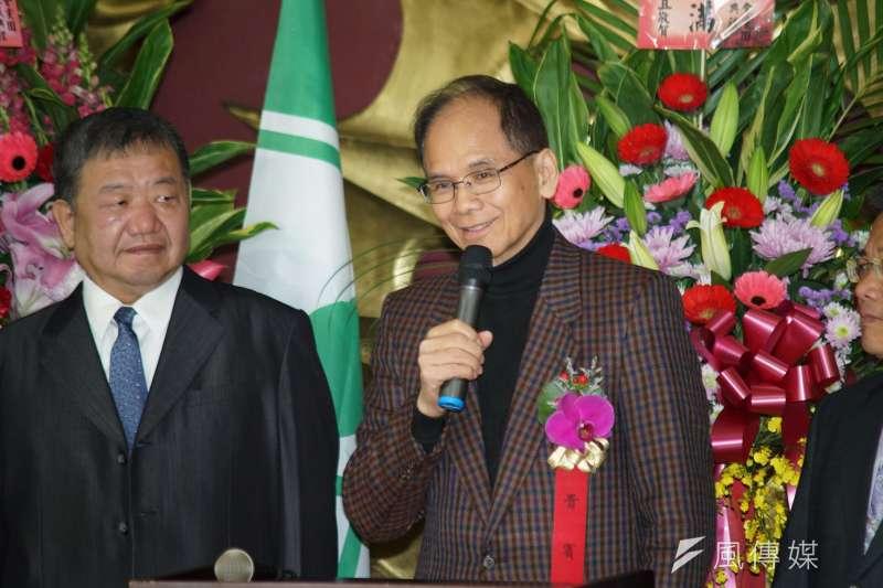 立法院會期伊始,「新科立委」游錫堃(右)風光當選院長。(資料照,盧逸峰攝)