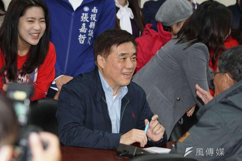 前台北市長郝龍斌前往國民黨登記參選黨主席。(盧逸峰攝)