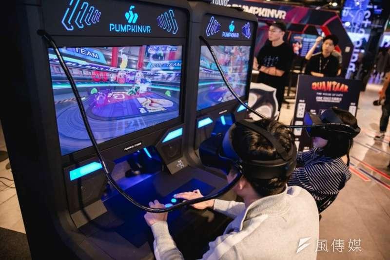 體感補助計畫成果,南瓜虛擬科技開發多人連線VR對戰遊戲拓展電競市場。(圖/徐炳文攝)