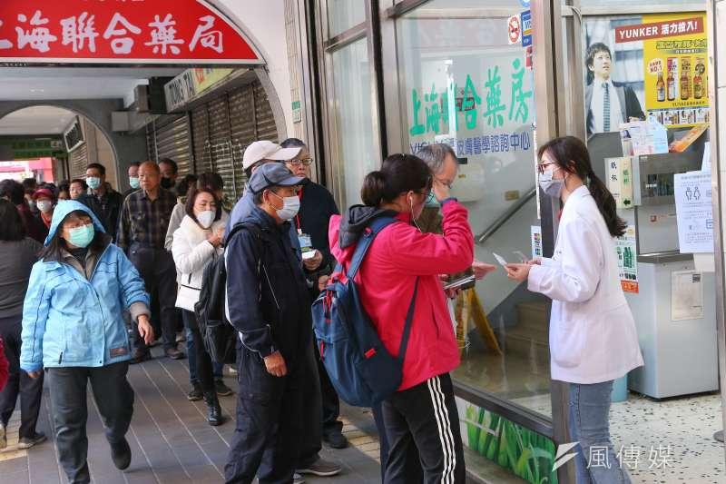 武漢肺炎讓台灣社會人心惶惶,但也要苦中作樂,避免過度焦慮。(資料照,顏麟宇攝)