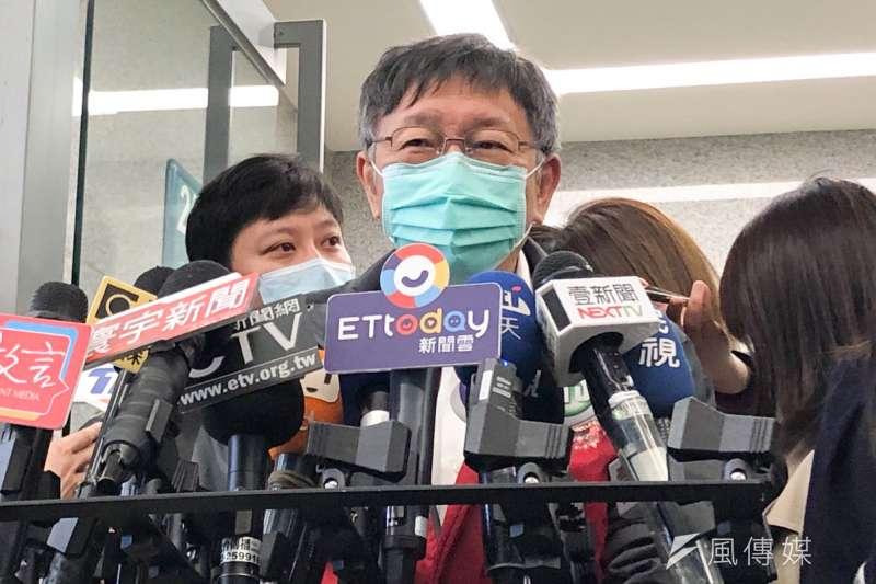 民進黨立委林楚茵點名台北市長柯文哲(見圖)不要一直戴著口罩,民眾黨下午也貼文表示,表示地方首長任務特殊,在特定場合戴口罩有其必要性。(方炳超攝)
